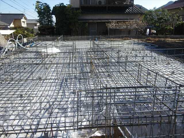 防水シートの上に基礎配筋+床暖房施工