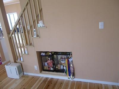 階段下スペースを利用してのお人形置場