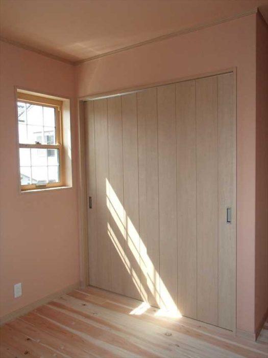 洋室 上げ下げ窓には格子をつけています。
